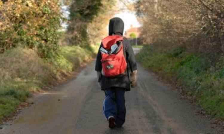 Un băiat de 12 ani infectat cu COVID-19 a fugit dintr-un centru de plasament