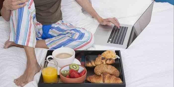 Singurătate, depresie, lipsă de productivitate - Efectele adverse ale muncii de acasă