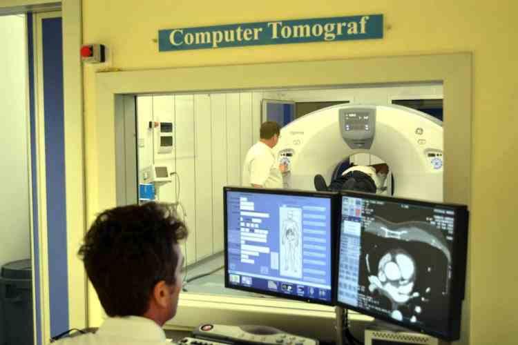 O pacientă a fost la un pas de moarte după ce o bucată dintr-un Computer Tomograf s-a rupt în timpul unei proceduri