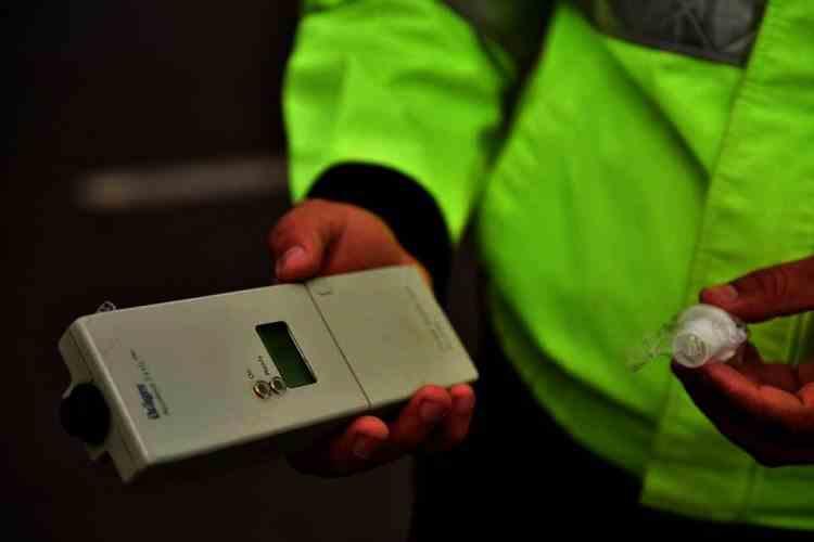 Un șofer din Constanța s-a ales cu dosar penal pentru că a refuzat testarea cu etilotestul, după ce fusese urmărit de Poliție prin Poiana Brașov