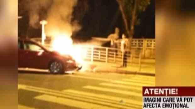 Un motociclist a murit după ce a intrat într-o mașină care nu îi acordase prioritate - Ambele vehicule au luat foc