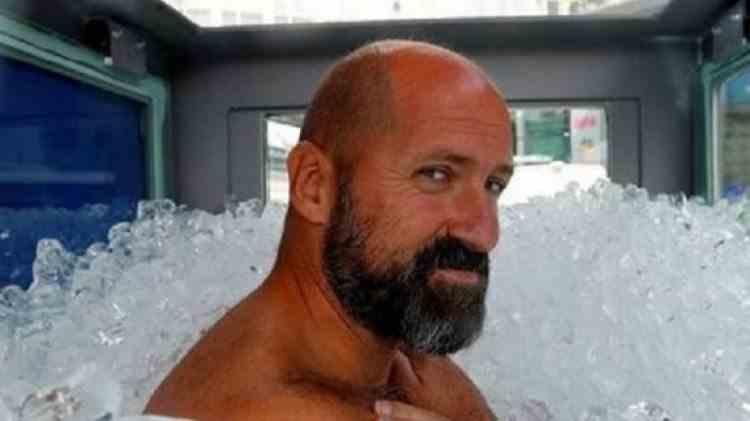 Baie de Cartea Recordurilor - Un austriac a stat în gheață mai mult de două ore