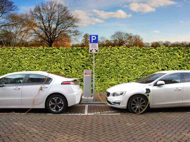 Mașinile electrice sunt din ce în ce mai căutate în România - Avantajele și dezavantajele cumpărării unei astfel de mașini