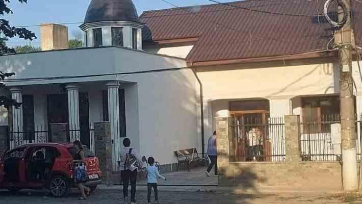 O capelă mortuară din Tulcea a fost transformată în sală de clasă