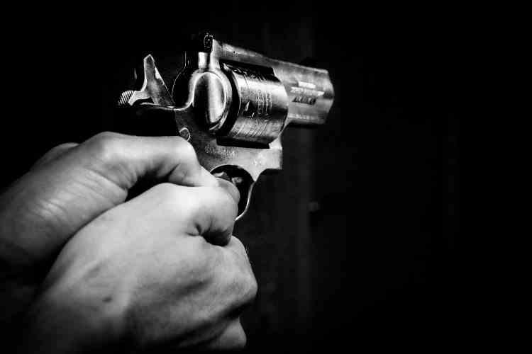 Un bărbat din Voluntari a tras cu pistolul la locul de muncă