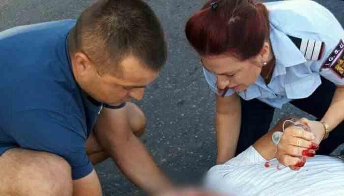 Doi pompieri aflați în timpul liber au salvat viața unui bătrân rănit într-un accident rutier