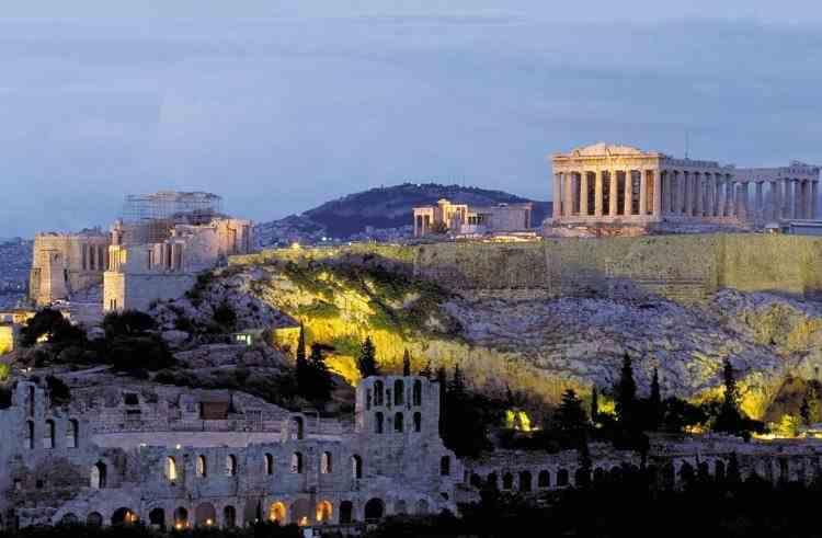 Grecia reintroduce restricții dure în urma creșterii numărului de infectări cu COVID-19