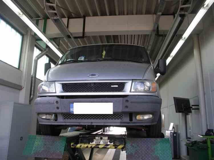 Șapte români au fost lăsați pe jos în Germania după ce autoritățile le-au confiscat microbuzul