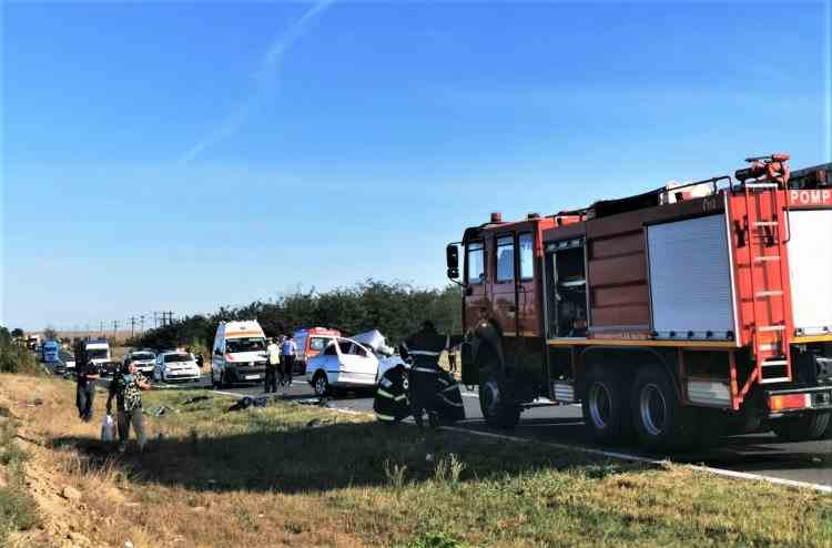 Trei oameni au murit în urma unui grav accident pe DN 2A