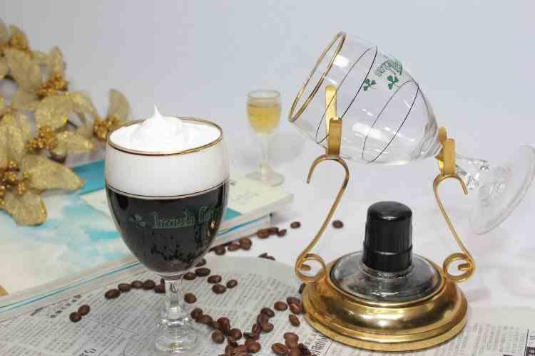 Irish Coffee - Care este originea băuturii și scopul pentru care a fost creată
