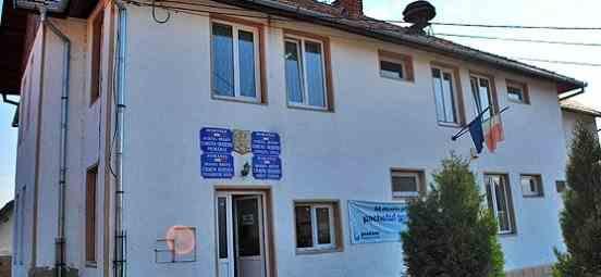 Zeci de locuitori dintr-un sat brașovean nu au putut vota pentru că și-au lăsat cărțile de identitate gaj la magazin pentru cumpărăturile făcute pe datorie