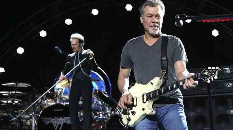 A murit legendarul chitarist Eddie Van Halen