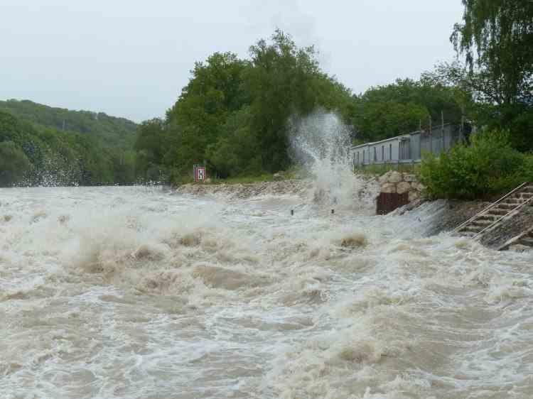 Cod GALBEN de inundații până miercuri