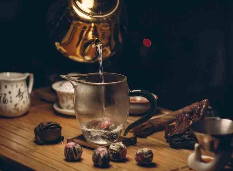 De ce nu trebuie niciodată să-ți faci ceai cu apă clocotită
