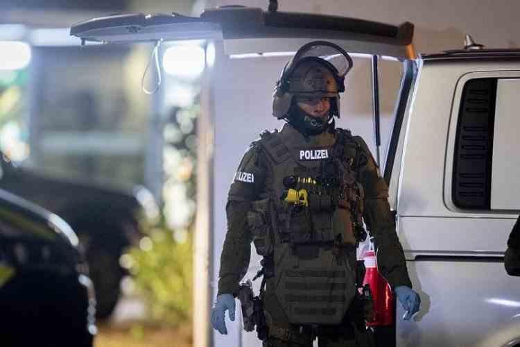 Un deținut a fost împușcat mortal după ce a luat ostatică o femeie
