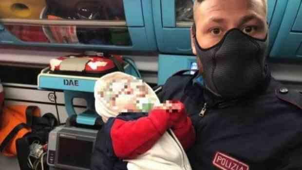 Un bebeluș de patru luni a fost abandonat pe stradă în Italia de un cuplu de români