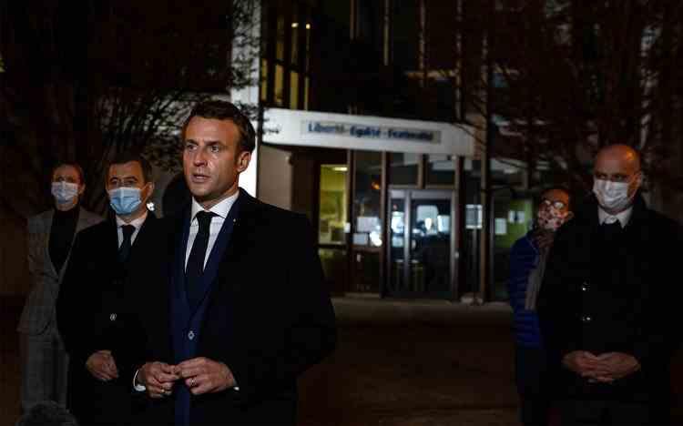 Patru persoane au fost reținute după atacul terorist de la Paris unde un profesor de istorie a fost decapitat