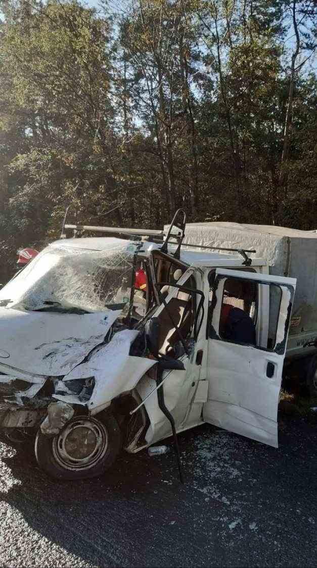 Opt răniți după un accident grav între un autocar cu 30 de pasageri  și o dubă cu șapte persoane sâmbătă dimineața
