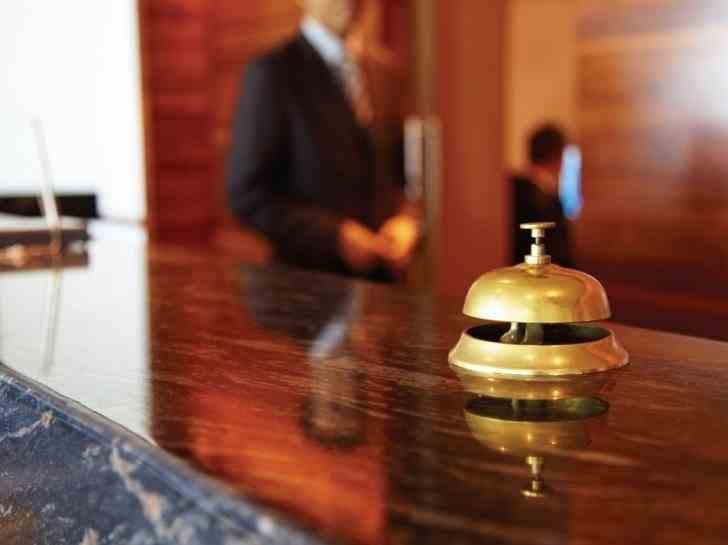 Pagubă de cel puțin 12000 de lei după ce mai mulți turiști au plecat de la un hotel fără să plătească nota de plată