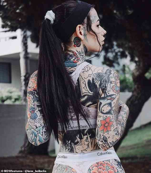 Cum arată femeia care a cheltuit o avere pentru a-și umple corpul de tatuaje