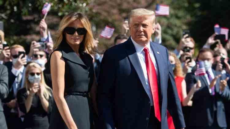 Scandal în SUA după ce Donald Trump ar fi apărut în public cu o sosie a soției sale