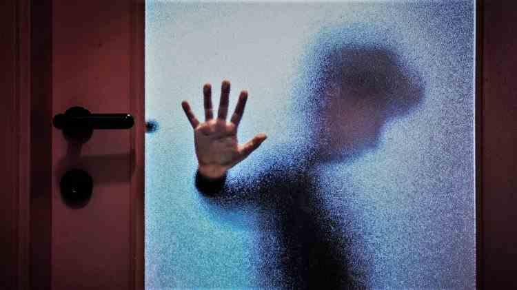 Pedepse mai dure pentru pedofili - Klaus Iohannis a promulgat joi legea