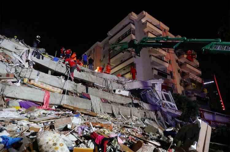 Cel puțin 27 de morți și sute de răniți în urma cutremurului care a lovit Grecia și Turcia - Căutările pentru găsirea supraviețuitorilor continuă