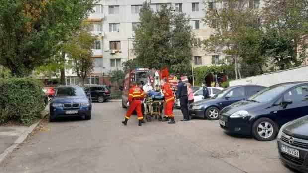 O femeie aflată în carantină a căzut de la etajul 4 al unui bloc din Constanța