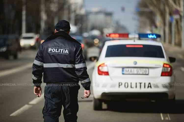 Un polițist a fost călcat de o mașină în timp ce dirija traficul în Chișinău