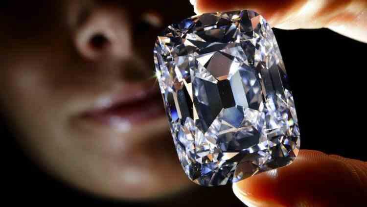Cum au reușit niște români să fure un diamant de 4,5 milioane de euro dintr-un hotel de lux din Cannes
