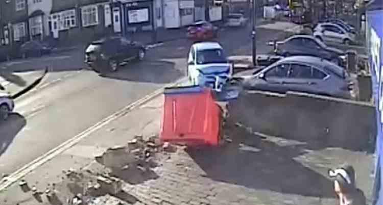 Un șofer de 70 de ani a lovit șase mașini în 30 de secunde