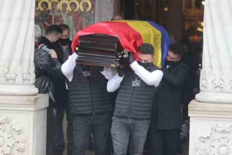 Actorul Vladimir Găitan a fost condus pe ultimul drum de familie şi o parte din cei care l-au iubit