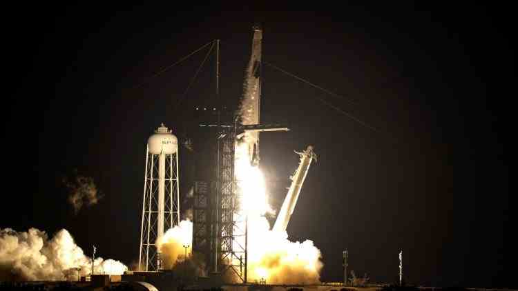 SpaceX a lansat cu succes o rachetă cu patru astronauți la bord spre Stația Spațială Internațională