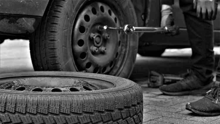 Polițiștii vor aplica amenzi pentru lipsa anvelopelor de iarnă