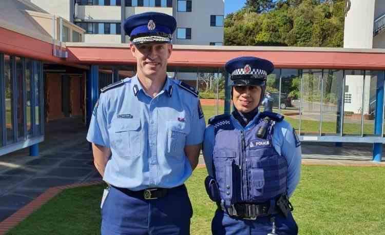 Uniformă de poliție cu hijab încorporat în Noua Zeelandă