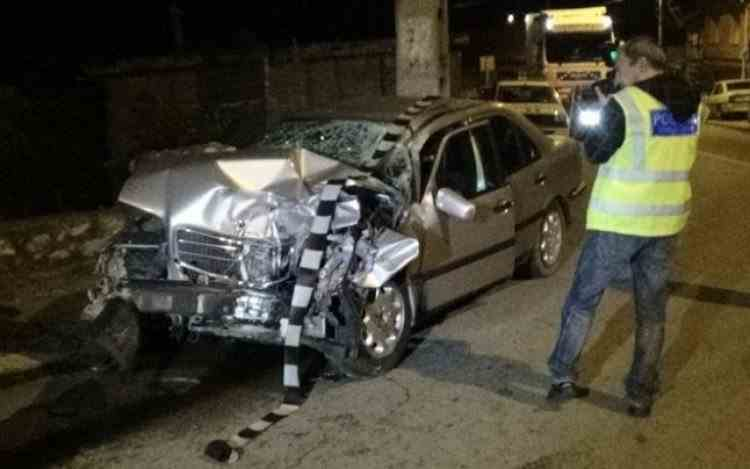 Poliţistul care a condus băut mașina șefului a fost condamnat - Șeful lui se afla pe bancheta din spate cu o elevă de liceu