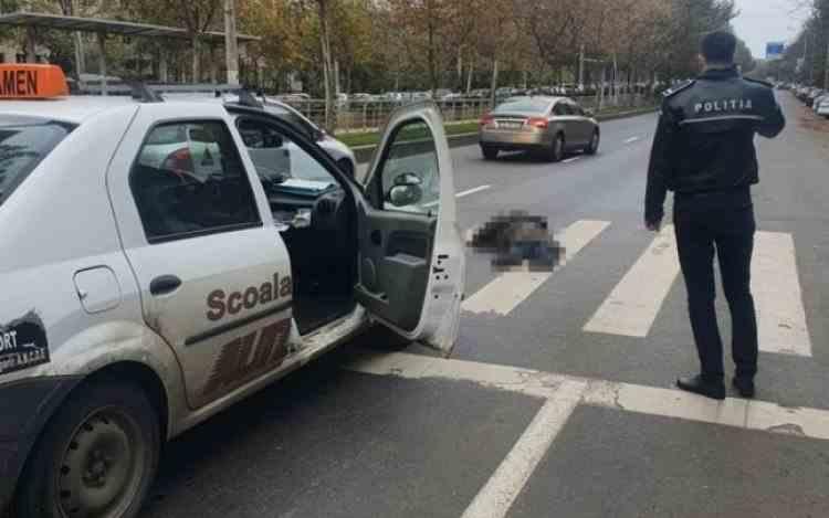 Un cerșetor s-a aruncat intenționat pe o maşină în timpul examenului auto - Noua metodă de escrocherie pentru șoferii începători