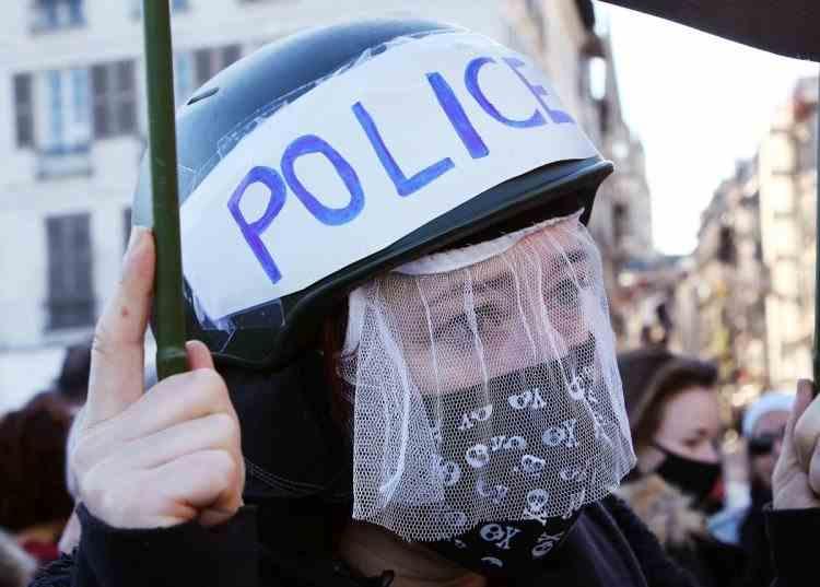 Proteste de amploare în Franţa împotriva legii care limitează difuzarea de imagini cu poliţişti