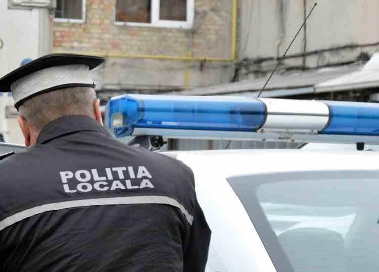 Poliţia Locală poate dispune ridicarea unui vehicul parcat pe domeniul public în alte locuri decât drumul public