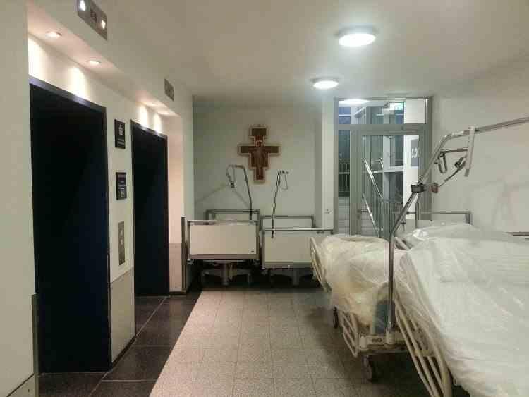 Un pompier infectat cu COVID-19 a murit într-un salon neîncălzit