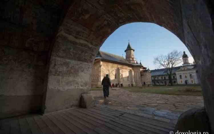 Escrocherie cu adresa de e-mail a mănăstirii - Mănăstirea Neamț a fost atacată de hackeri