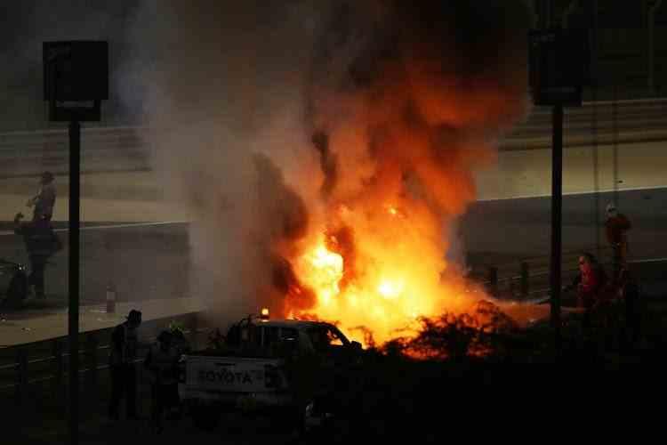Incident deosebit de grav în Formula 1 - Romain Grosjean a scăpat miraculos după ce mașina sa a fost cuprinsă de flăcări