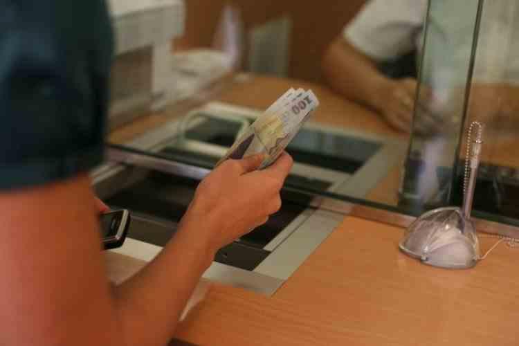 Clienții băncilor sunt țepuiți legal - Legile românești au fost date în favoarea băncilor