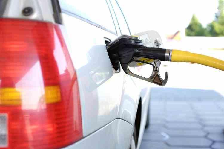 Benzina, motorina și țigările se scumpesc începând cu 1 ianuarie