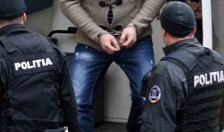Un polițist a fost săltat de mascați după ce a primit o șpagă de 2500 de euro