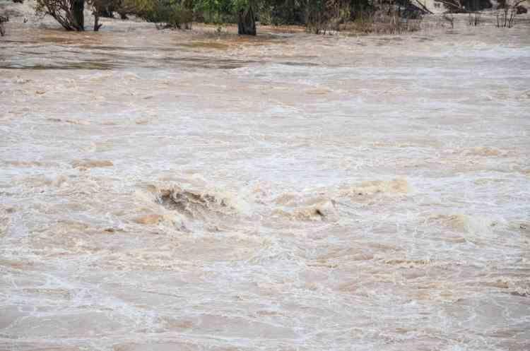 Terasamentul fostului depozit de deşeuri al Ploieştiului este în pericol după ce un dig de pe râul Teleajen a fost afectat de ploi