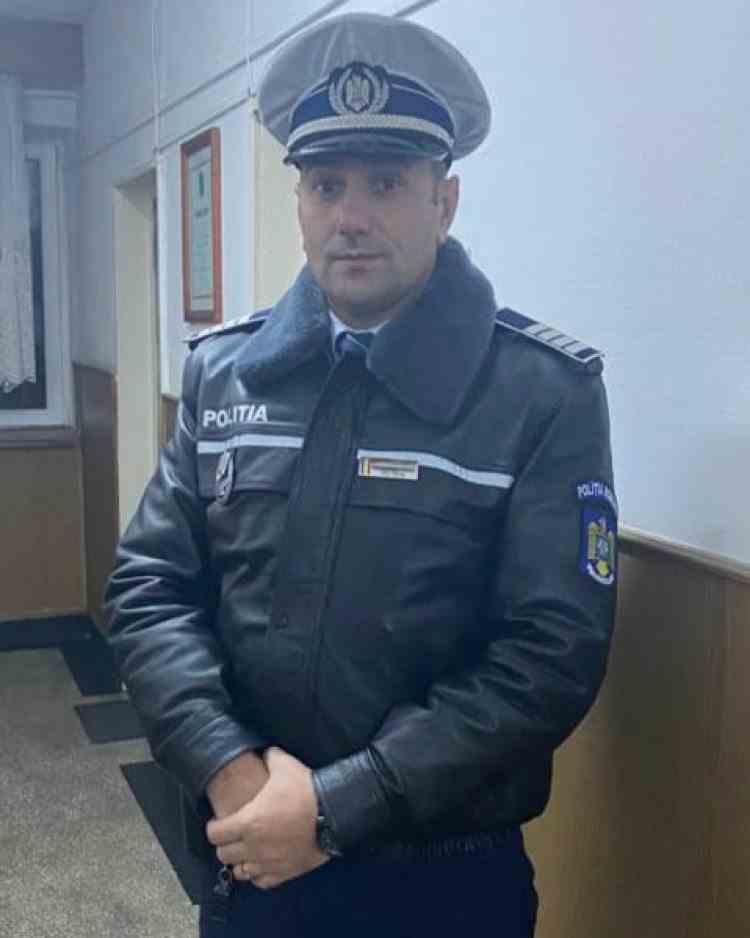 O femeie a încercat să ofere mită unui polițist pentru a nu-i reține permisul soțului ei