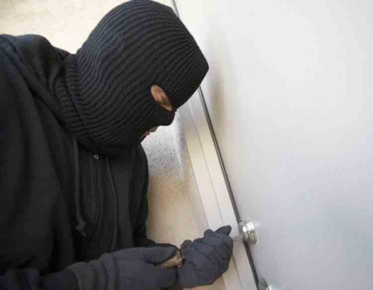 Un hoț a fost surprins de jandarmi la furat de două ori în aceeași zi
