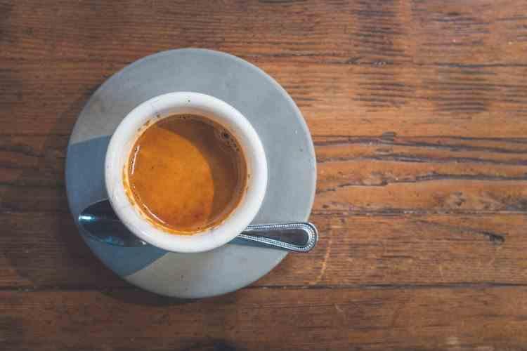 Capcane pentru sănătate - Riscurile consumului de cafea decofeinizată