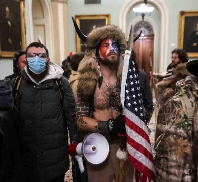 A fost arestat bărbatul devenit imaginea violențelor de la Capitoliu